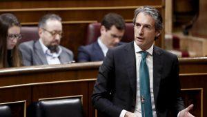 GRA377. MADRID, 15/03/2017.- El ministro de Fomento, Íñigo de la Serna, durante su intervención en la sesión de control al Gobierno en el Congreso de los diputados, hoy en Madrid. EFE/Mariscal